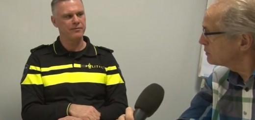 Kees de Haan in gespreke met teamchef Ronald de Haas van de politie Krimpenerwaard.