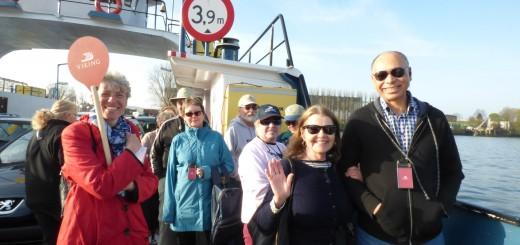 Toeristen op de pont bij Krimpen aan de Lek. (Foto:  VikingRiverCruises)