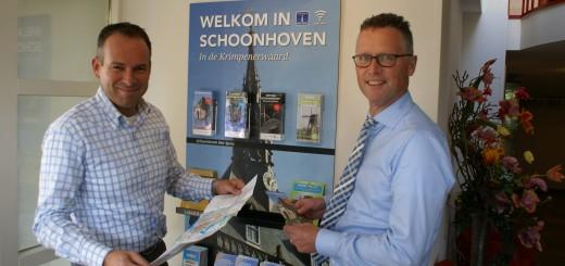 Met de opening van het informatiepunt in hotel restaurant Belvédère is in Schoonhoven nu op dertig locaties bezoekersinformatie verkrijgbaar. (Foto: Loek van der Kolk)