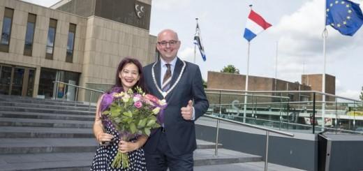 Nica Bol met burgermeester Martijn Vroom