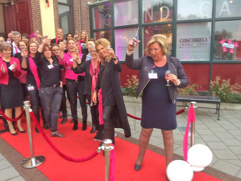 Wethouder Ria Boere opent de Ladies Night.