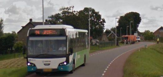 Bus 194 op de dijk bij Lekkerkerk. (Foto: Google Streetview)