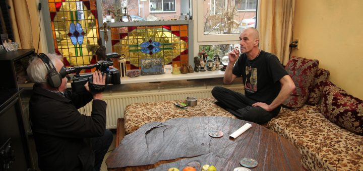 RTV Krimpenerwaard op bezoek bij 'ervaringsdeskundige' Peter de Frankrijker. (Foto: Robert van der Hek)