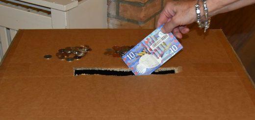 Ook oud en vreemd geld kan in de inzameldozen worden gedeponeerd.