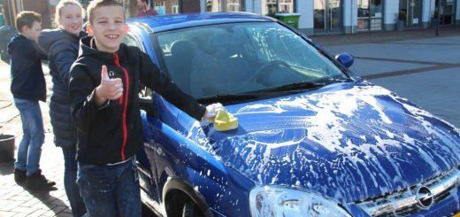Auto's wassen door Jeugdclubs 25-03-2017 031