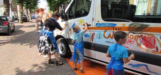 Op 5 juli heeft Taxi Wegman kennis gemaakt met de leerlingen van de Krimpenerwaard die gebruik maken van het leerlingenvoer. Wethouder Lavinja Sleeuwenhoek was hierbij ook aanwezig.