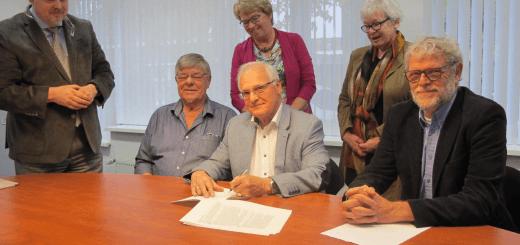 Ondertekening van de oprichtingsakte.