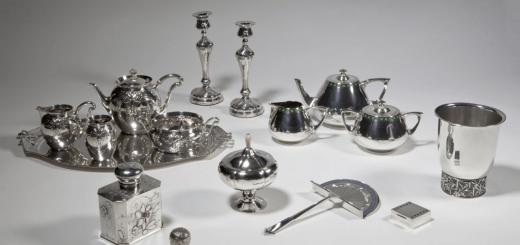 Alle aankopen van het Nederlands Zilvermuseum uit de Collectie Krekel. (Foto: Erik Rijper)