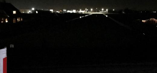 Blik vanaf de Lekdijk Oost op het het bedrijventerrein van Bergambacht.