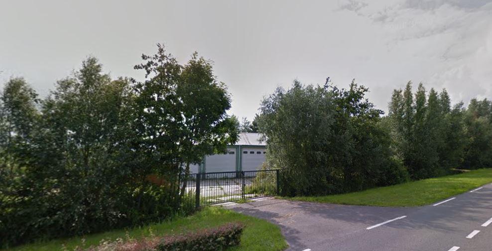De beoogde locatie voor de Skaeve Huse aan de Veerweg in Bergambacht.