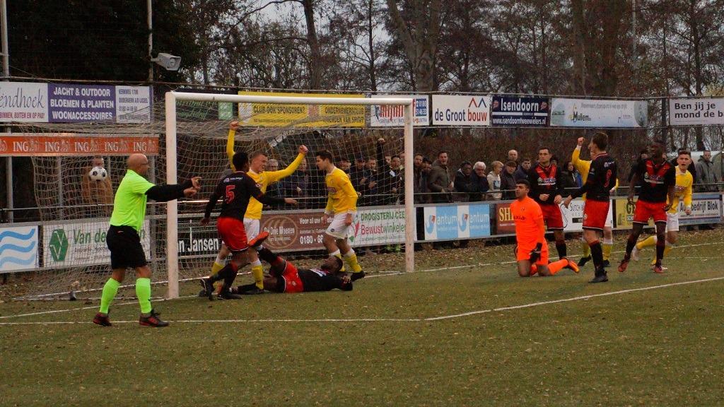 Timme van Hof brengt Spirit met de 1-1 terug in de wedstrijd.
