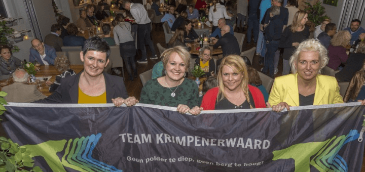 De teamleden Bianca Hart, Sibylla Bussink, Anneke van Asperen en Adriëtte Pols voor een afgeladen 'Nieuwe Polderkeuken' in Stolwijk. (Foto: wijntjesfotografie.nl)