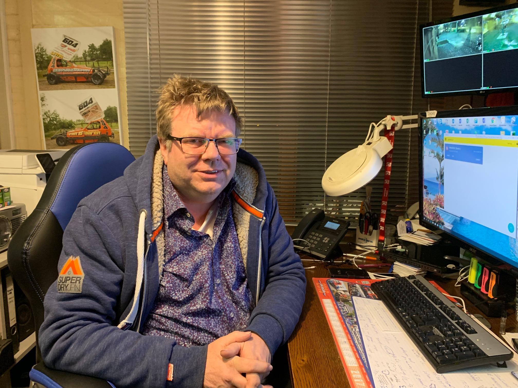 jan Diekema in zijn kantoor bij de voormalige Dika Fabriek