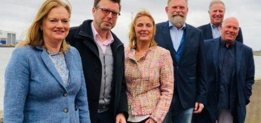 Vlnr: Liesbeth Klip, Cor Habben Jansen, Jeannette Baljeu, Peter Breedveld, Marco Oudshoorn en Anne Ringsma (achter). (Foto: VVD Krimpenerwaard)