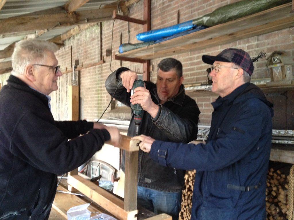 PVdA Krimpenerwaard: een werkbank maken voor de vrijwilligers die het molentje van Lekkerkerk gaan restaureren.