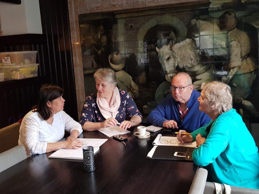 De organisatie van het benefietkorenfestival is druk bezig met de voorbereidingen.