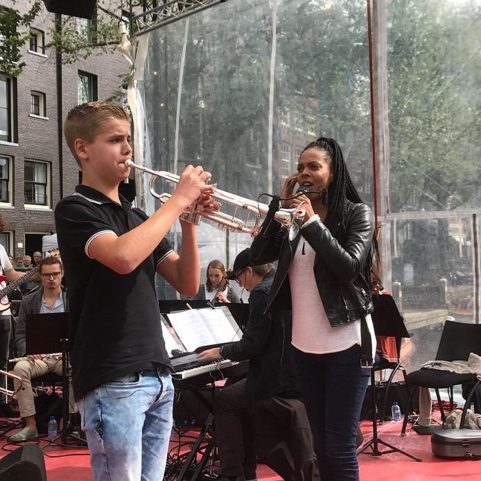 Luca Vaneman in actie bij het Kinderprinsengracht Concert