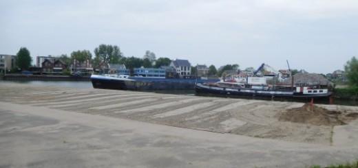 Het terrein van de voormalige scheepswerf is momenteel bedekt met een laag zand.