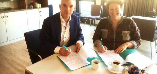 Directeur Rob van den Broeke van QuaWonen en Arjenne Timmer van Stichting Dagbesteding Krimpenerwaard.