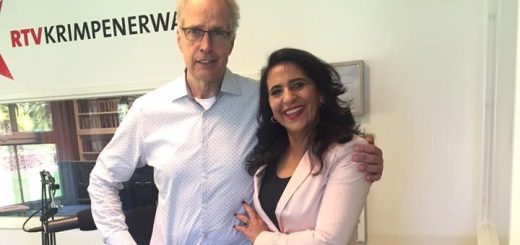Malika Lamrid samen met radiopresentator Kees de Haan.